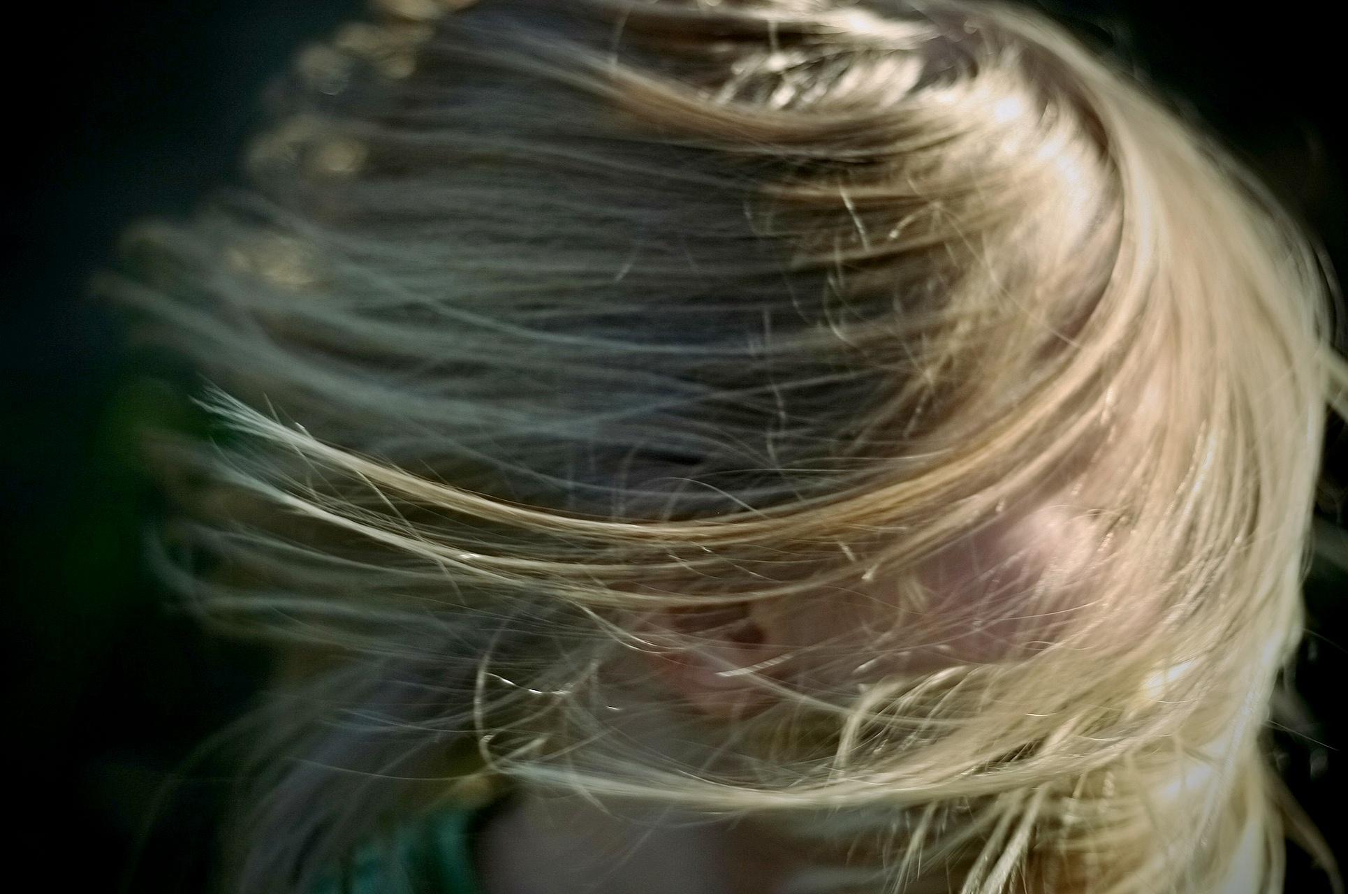 Fúkaná na vlasy. Čo všetko dokáže fén, hrebeň a vaša predstavivosť.